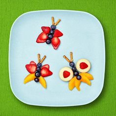 Discover Mini Babybel Cheese, the perfect on the go cheese snack. Rock your taste buds with fun, unique, and delicious snack ideas and pairings. Easy Food Art, Food Art For Kids, Cooking With Kids, Babybel Cheese, Cheese Snacks, Cheese Recipes, Butterfly Snacks, Butterfly Kids, Easy To Make Snacks