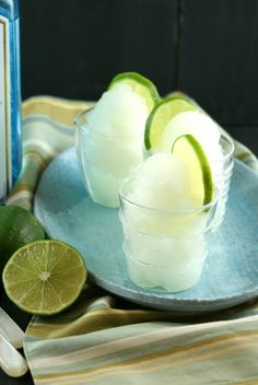 Gin & Tonic Sorbet I would use vodka:) yum Party Food And Drinks, Fun Drinks, Yummy Drinks, Alcoholic Drinks, Beverages, Cocktails, Cocktail Drinks, Frozen Desserts, Frozen Treats
