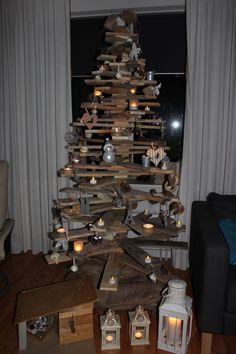 Onze zelf gemaakte kertsboom, de donkere dagen rondom kerst worden gezellig