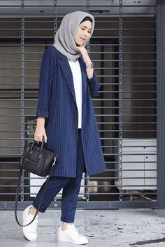 How to Get the Modern Hijab Street Style Look - hijab outfit Modern Hijab Fashion, Street Hijab Fashion, Trend Fashion, Islamic Fashion, Look Fashion, Fashion Ideas, Fashion Quotes, Fashion Black, Korean Fashion