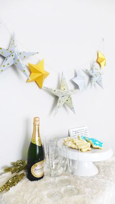 How to: Origami-Inspired Paper Star Garland Origami Garland, Origami Star Paper, Origami Gift Box, Origami Love, Useful Origami, Diy Gift Box, Origami Stars, Origami Easy, Diy Paper