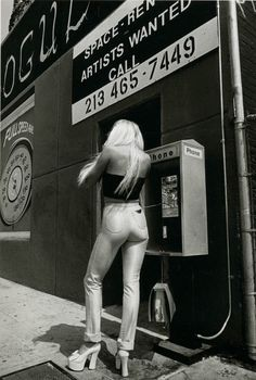 Super Seventies — street fashion by Jeanloup Sieff. Disco Fashion, 70s Fashion, Vintage Fashion, Street Fashion, Fashion Outfits, White Photography, Street Photography, Fashion Photography, Magnum Photos