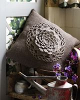 Rowan Crochet Flowers Cushion pattern  Similar to the one Imade Kristen