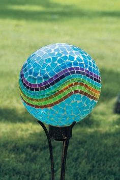 Cover a bowling ball that we have for the garden? by InLovewithHim Cover a bowling ball that we have Bowling Ball Crafts, Bowling Ball Garden, Mosaic Bowling Ball, Bowling Ball Art, Garden Spheres, Garden Balls, Glass Garden, Garden Totems, Mosaic Garden Art