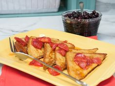 Classic French Toast with Strawberry Syrup Recipe : Geoffrey Zakarian : Food Network - FoodNetwork.com