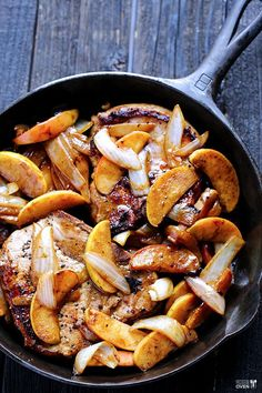 Usually I don't like pork but oh man that looks goood! Apple Cinnamon Pork Chops Recipe ~ a simple and delicious one-skillet meal that everyone will love! Pork Chop Recipes, Meat Recipes, Fall Recipes, Cooking Recipes, Healthy Recipes, Protein Recipes, Fall Dinner Recipes, Dishes Recipes, Spinach Recipes