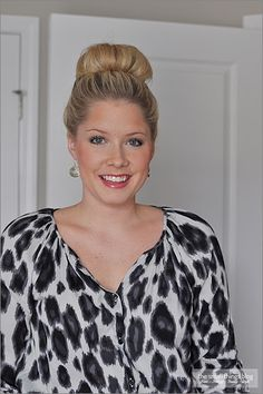 The Small Things Blog: The High Bun..this is a really, really easy way to do the high bun!