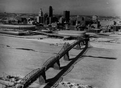 The U.S. Department of Commerce said the Ohio River at Cincinnati has frozen 14 times since 1874, the last two being 1977 and 1978.    The river also froze during the winters of 1904-1905, 1917-1919 and 1940.