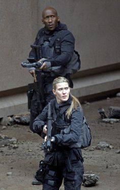 PICS and VIDS: Loads more from the set of Mockingjay in Paris