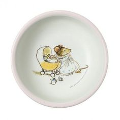 An charming choice for any meal you're preparing! This Ernest & Celestine melamine bowl from Petit Jour Paris comes with a simple and sweet mouse design that your children will fall in love with.