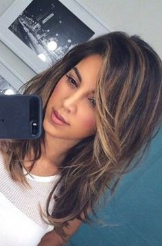 Long Layered Hair With Side Bangs, Long Hair Cuts With Layers And Side Bangs, Side Bangs With Long Hair, Hair Side Bangs, Medium Length Hair With Layers Straight, Highlights For Straight Hair, Long Swoop Bangs, Bang Highlights, Thick Side Bangs