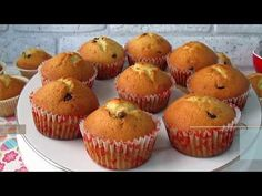 Вкуснейшие кексы на сметане. Сливочные кексы в формочках! - YouTube Baking Recipes, Cake Recipes, Bulgarian Recipes, Kids Meals, Cake Decorating, Food And Drink, Cupcakes, Yummy Food, Cooking