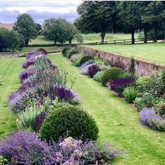 Garden Cottage, Manor Garden, Garden Spaces, Front Yard Landscaping, Hillside Landscaping, Landscaping Ideas, Dream Garden, Garden Planning, Garden Inspiration