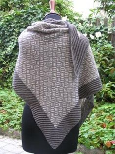 Agervang / Vævestrikket sjal pattern by Lise Harder Shawl Patterns, Knitting Patterns, 1940s Hairstyles, Knitted Shawls, Slip Stitch, Mittens, Ravelry, Knitwear, Knit Crochet