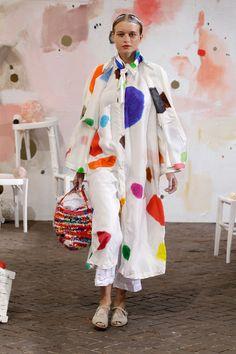 DANIELA GREGIS 2019年春夏コレクション   ミラノ 70s Fashion, Colorful Fashion, Unique Fashion, Fashion Prints, Korean Fashion, Vintage Fashion, Womens Fashion, Fashion Design, Fashion Tips