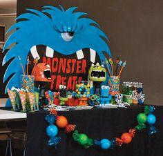 blue-eyeball-monster. Love this backdrop for Monster Party.