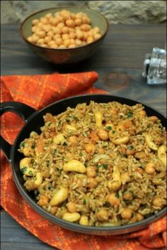 Spicy rice with chickpeas, cashews and grilled onions ~ Happy taste buds - cuisine - Raw Food Recipes Rice Recipes, Raw Food Recipes, Meat Recipes, Vegetarian Recipes, Dinner Recipes, Healthy Recipes, Food Tips, Vegetarian Sweets, Asian Recipes