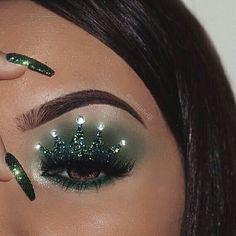Shine bright✨ Inspired by the talented ❤ Original creator the gorgeous Marissa Melhorn brow gel in black/brown Morphe Brushes Picasso palette million lashes green mermaid glitter flexitarian highlighter NYX Professional Makeup gel liner and smudg Makeup Is Life, Eye Makeup Art, Makeup Goals, Makeup Inspo, Makeup Inspiration, Crown Makeup, Creative Makeup Looks, Unique Makeup, Cute Makeup