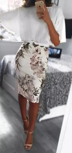 OOTD Pretty Look Floral Skirt White Blouse Fashion Fashionista Spring Outfit Ideas Fashion Mode, Work Fashion, Trendy Fashion, Feminine Fashion, Classy Fashion, High Fashion, New Look Fashion, Fashion Check, Floral Fashion