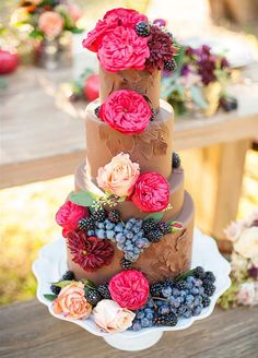 We're head-over-heels for bright and beautiful wedding cakes styled with spring in mind. Taking note from the warming weather and lovely flowers in bloom, we're sharing the sweetest spring cakes that you'll be totally sprung on.
