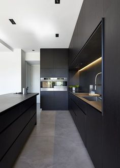 M House is a minimalist house located in Melbourne, Australia, designed by DKO. The kitchen space features blacked out custom cabinetry with a black kitchen island that allows for seating and serving. (5) http://amzn.to/2s1t5k5