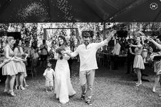 Chuva de Arroz - Casamento Real: E quando o noivo não sabia que era seu casamento? Clube Noivas www.clubenoivas.com  Foto: Mansano Fotografia