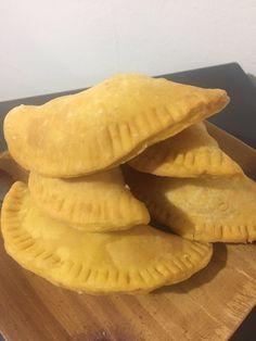 Empanadas en masa de sopaipillas Empanadas, Dairy, Bread, Cheese, Food, Gastronomia, Bicycle Kick, Empanada, Breads