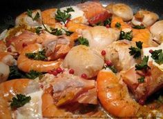 Pan-fried seafood: scallops, salmon and shrimps - Smooth seafood, creamy and fragrant: scallops, salmon and shrimp - Shrimp Recipes, Fish Recipes, Vegetable Recipes, Indian Food Recipes, Healthy Recipes, Seafood Scallops, Fish And Seafood, Squid Dishes, Prawn Salad