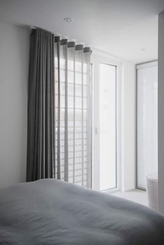 100 Curtain Decor Ideas Curtain Decor Ideas 95 – Kawaii Interior Curtain monitor or curtain pole? The most common kinds of fastening for curtains are rods and rails. Wave Curtains, Ceiling Curtains, Curtains With Blinds, High Curtains, Ceiling Curtain Track, Bedroom Ceiling, Wood Blinds, Curtain Fabric, Living Room Blinds
