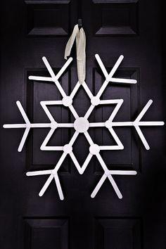 DIY snowflake door Decoration - alternative to wreath #christmas #diy