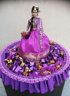 50 Ideas For Chocolate Ideas Gifts Homemade Wedding Gift Wrapping, Wedding Gift Boxes, Diy Wedding, Chocolates, Basket Flower Arrangements, Chocolate Flowers Bouquet, Barbie Wedding, Fruit Decorations, Wedding Plates