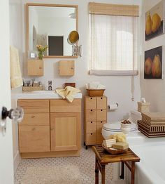 Perfect way to maximize #space in your small #apartment #bathroom.
