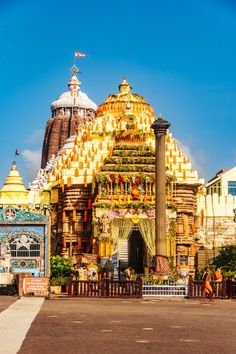 Jagannath Temple Puri, Temple India, Cute Couple Selfies, Elephants Photos, The Visitors, Deities, Big Ben, Taj Mahal, Beautiful Places