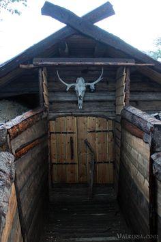 Valkyrja.com Casa Viking, Viking House, Viking Age, Vikings Live, Viking Village, Camping Aesthetic, Wargaming Terrain, Dark Ages, Medieval Fantasy