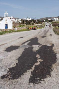mykonos ticker: Εθελοντικές εργασίες αποκατάστασης του οδικού δικτ...