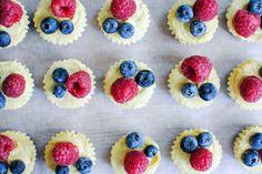 Tartelettes de limão e frutos silvestres