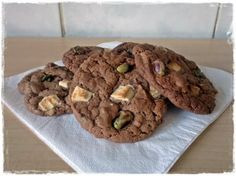 Chocolate & pistachio cookies