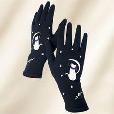Guantes Algodón Gato en la Luna. Estos guantes, finos al tacto pero abrigados, han sido pintados con Pinturas para tela, inalterables en el lavado tanto a mano como en lavadora. Para colores o dibujos diferentes a los que figuran en stock, consultar con el taller. Tejido: 90 % Algodón y 10 % Lycra. Lavado a  máquina: 30° Máx. Plancha: calor medio. No usar lejía ni secadora.
