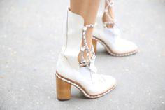 Souliers Chanel http://www.vogue.fr/defiles/street-looks/diaporama/street-looks-a-la-fashion-week-de-paris-jour-8-1/15531/image/867055#!souliers-chanel