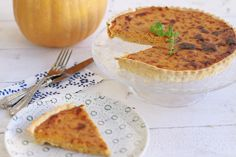 Butternut squash , pumkin, recipe, tart, caramelised onions, cream fresh, parmezan cheese, συνταγή, κολοκύθα, τάρτα, καραμελωμένα κρεμμύδια, κρέμα γάλακτος, τυρί, ζύμη μπριζ, cool artisan, Γαβριήλ Νικολαΐδης Caramelised Onion Tart, Caramelized Onions, Tart Recipes, Butternut Squash, Tarts, Camembert Cheese, Food, Carmelized Onions, Mince Pies