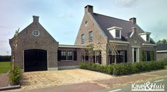 Bildergebnis für notariswoning t dak New Urbanism, Driveway Design, Belgian Style, Villa, Build Your Own House, Vernacular Architecture, Facade House, Cabin Homes, House Goals