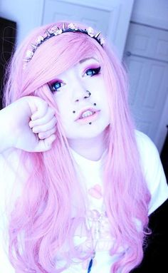 Love everything about this picture! Her piercings, makeup, hair, contacts!  Super kawaii