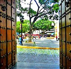 ¡Puerta abierta de la Casa Natal del Libertador de América del Sur Simón Bolívar! Caracas, Venezuela