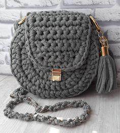"30 Likes, 5 Comments - Сумки, рюкзаки, корзинки (@evesoul_knit) on Instagram: ""В НАЛИЧИИ Круглая сумочка кроссбоди Цвет: серо-зеленый (светлый хаки), на фото сложно…"""
