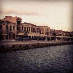 Λιμάνι Αίγινας (Aegina Port) στην πόλη Αίγινα, Αττική Cozy Coffee Shop, Four Square, Greece, Sunset, Mansions, House Styles, City, Greece Country, Manor Houses