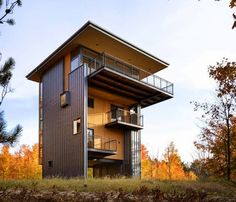Glen Lake Tower 7 Architecturally Intriguing House in Michigan, USA: Glen Lake Tower Minimalist House Design, Tiny House Design, Modern House Design, Balustrade Balcon, Balustrades, Glen Lake, Haus Am See, Casas Containers, Lakeside Living