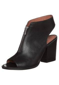 Sandały na obcasie - czarny