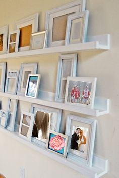 Plans for simple ten dollar ledges from Ana White. Each 8 foot long photo ledge costs Easy Diy Projects, Home Projects, Project Ideas, Carpentry Projects, Craft Tutorials, Photo Ledge, Photo Shelf, Picture Shelves, Picture Frames