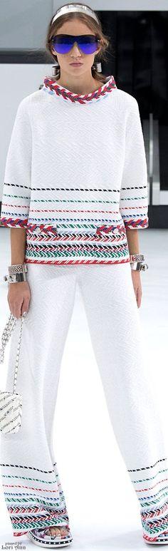 S in Fashion Avenue: FASHION TRAVELLING