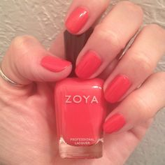 I rarely use pinks but this one caught my eye and I really like it. It'a actually a bit darker in person. Nail Polish: Zoya - Eva, Seche Vite - Dry Fast Top Coat